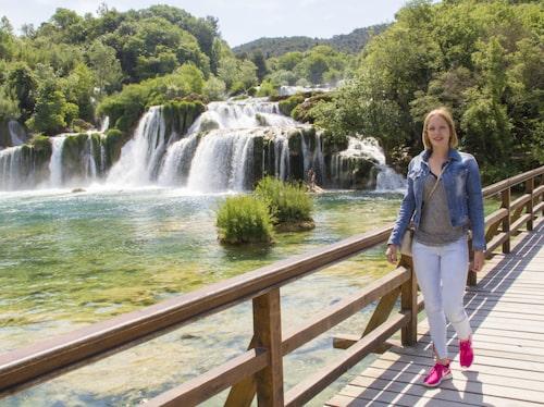 Krka nationalpark har vackra vattenfall och lockar med bad i kristallklart vatten.
