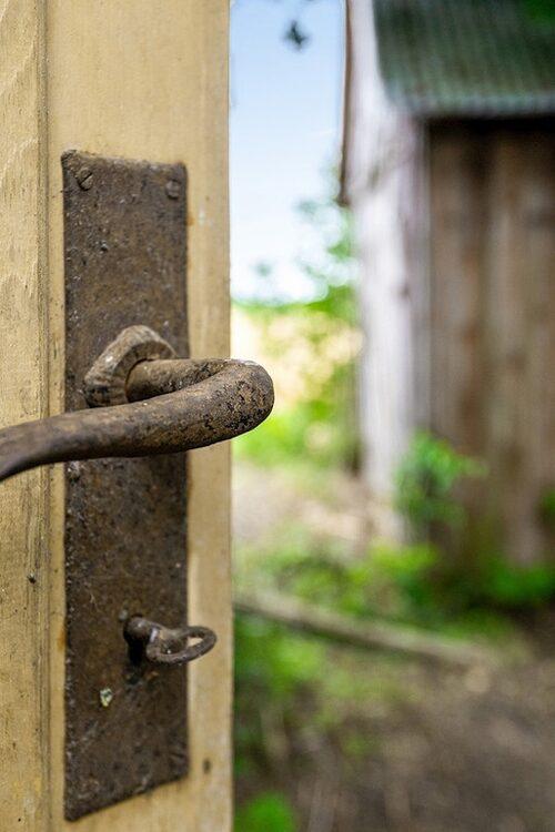 Tänk så vackert ett gammalt rostigt dörrhandtag kan vara...