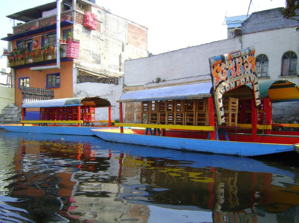 Stadsdelen Xochimilco är ett världsarv känt för sina många kanaler och små konstgjorda öar.