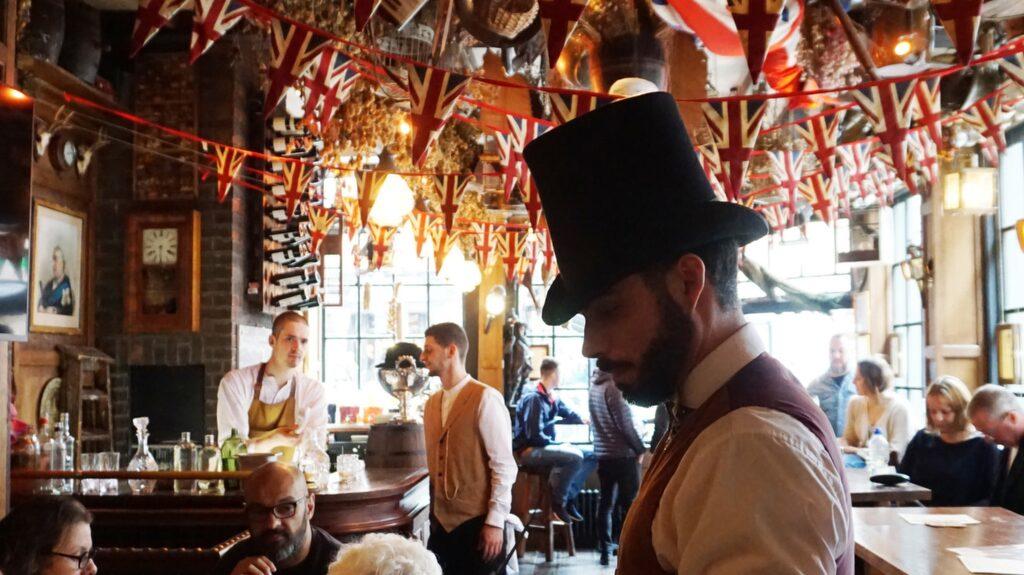 Mister Fogg's är en galen och charmig pub i närheten av teaterdistriktet.