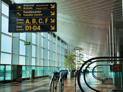 Kom till flygplatsen i god tid så att du slipper stressa.