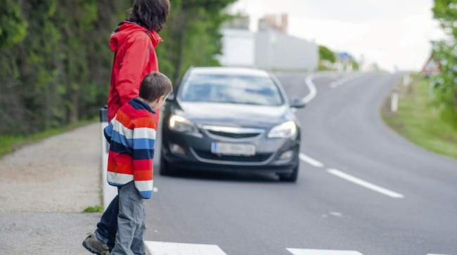 Föräldrar är den största trafikfaran vid skolor, tycker Sveriges rektorer.