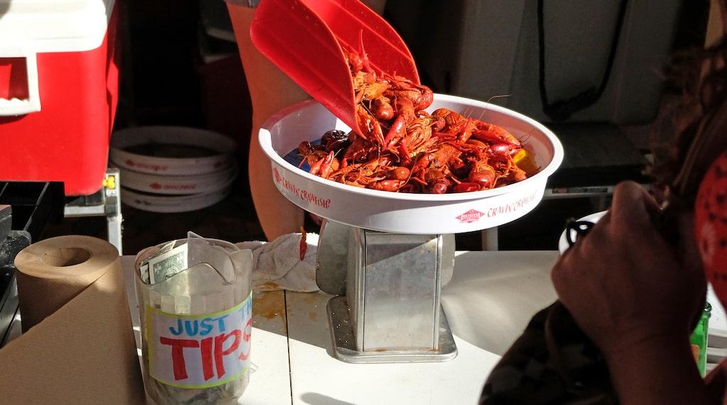 Att testa cajunkryddade kräftor är ett måste i New Orleans. Många tycker att de är godare än våra svenska milt kryddade kräftor.