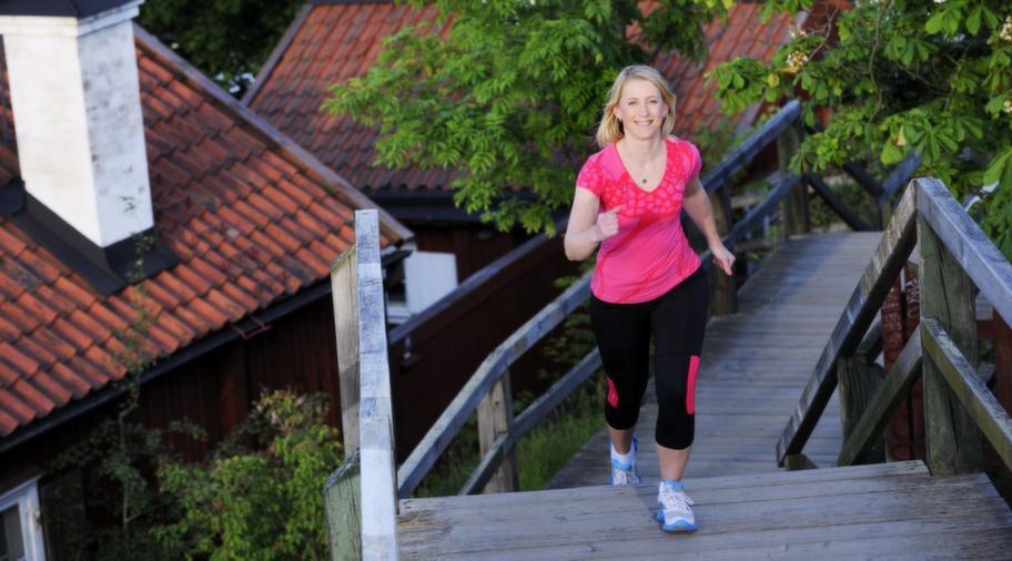 Raska steg. Har du turen att hitta trappor du kan gå i under din promenad blir det ännu bättre träning.
