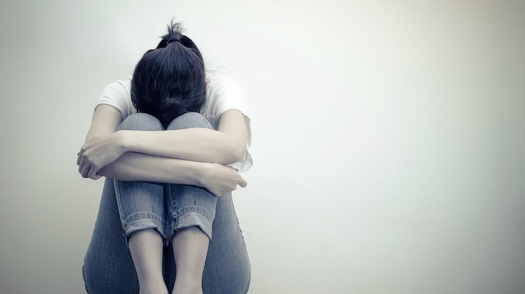De flesta ungdomar pratar inte med vuxna om sina självmordstankar, utan oftare vänder de sig till jämnåriga.