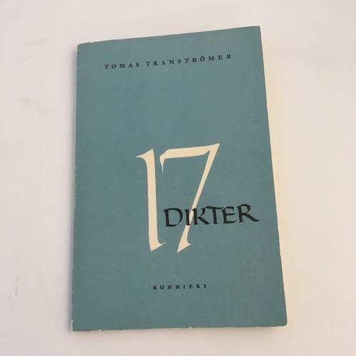 """TOMAS TRANSTRÖMER. Förstaupplagor av Nobelpristagarens tidiga titlar lockar många, framför allt debutdiktsamlingen """"17 Dikter"""". Pris idag ca 2000-3000 kronor i bättre skick."""