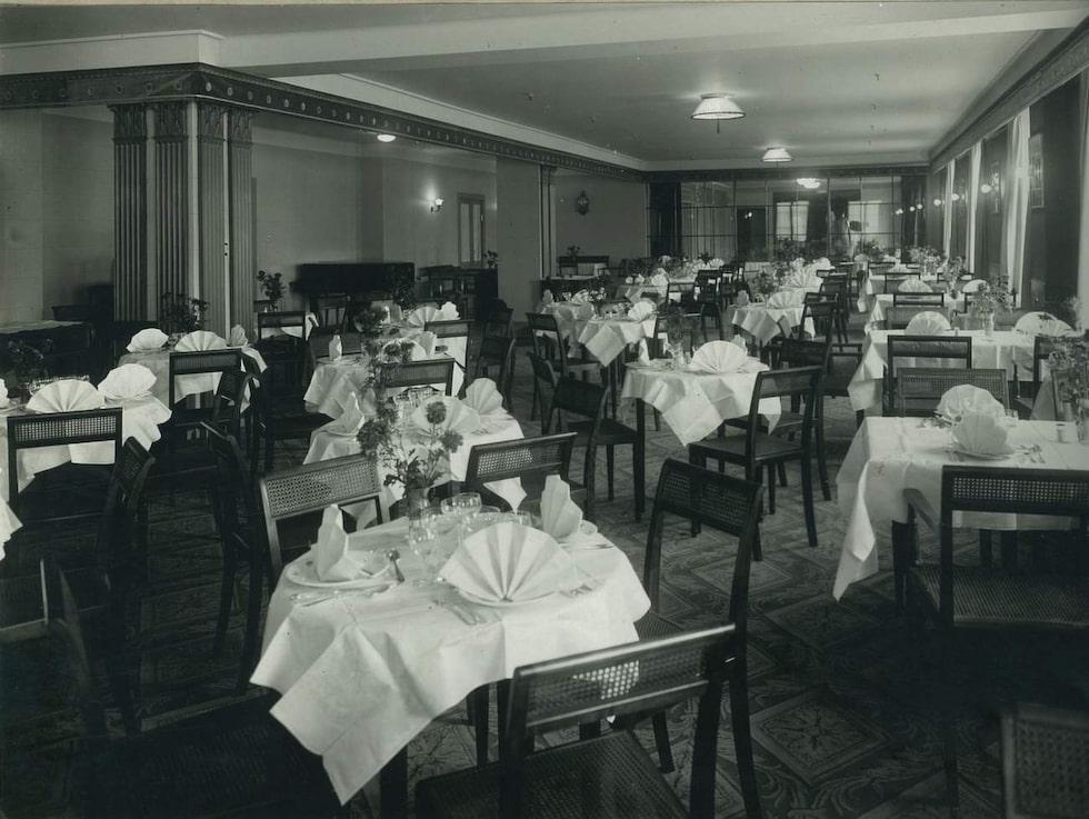 Lunchrummet 1928. Även den nya inredningen inspireras av 1920-talet.