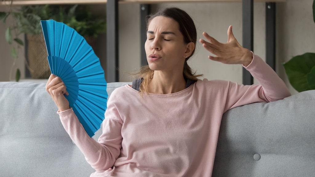 Det är en varningssignal att man svettas då det egentligen inte är naturligt, som när man sitter stilla i ett kallt rum.