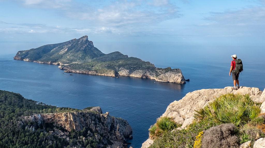 Svindlande utsikt över havet och ön Dragonera.