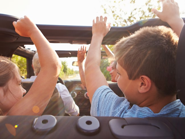 När mindre barnen får bestämma musiken i bilen kan det säkert blir ett helt annat resultat – för i den här undersökningen svarade bara personer över 16 år.