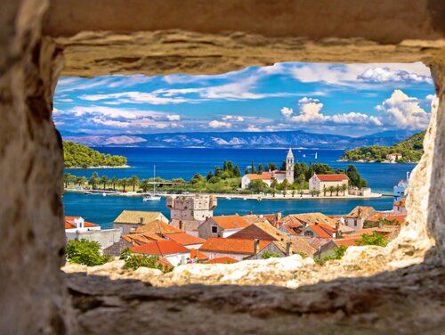 Vis är en lugn ö som är väl värd ett besök i sommar.