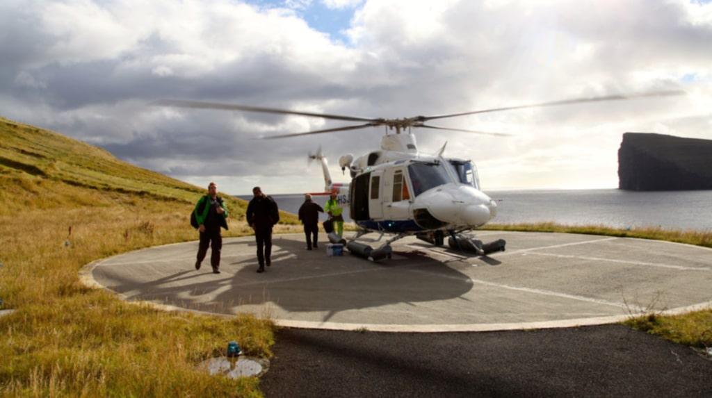 <p>Helikopter är ett vanligt färdmedel på Färöarna.</p>