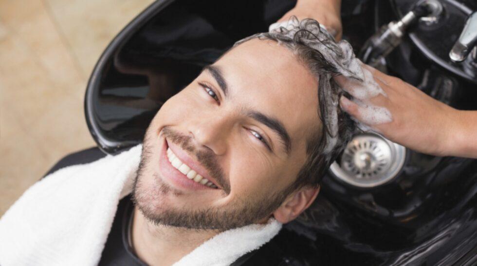 Är det exempelvis okej att blunda när frisören tvättar håret?