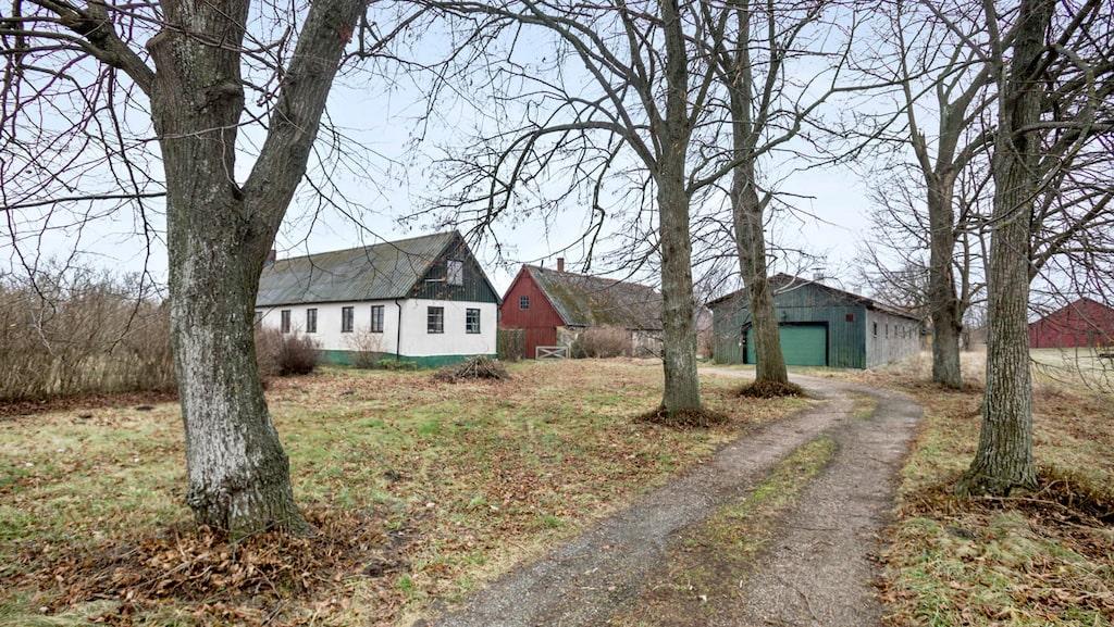 Strax utanför Åhus finns en Skånegård från 1909.