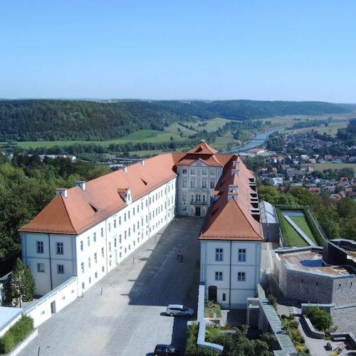 Alldeles ovanför Beilngries ligger det vackra slottet Hirschberg