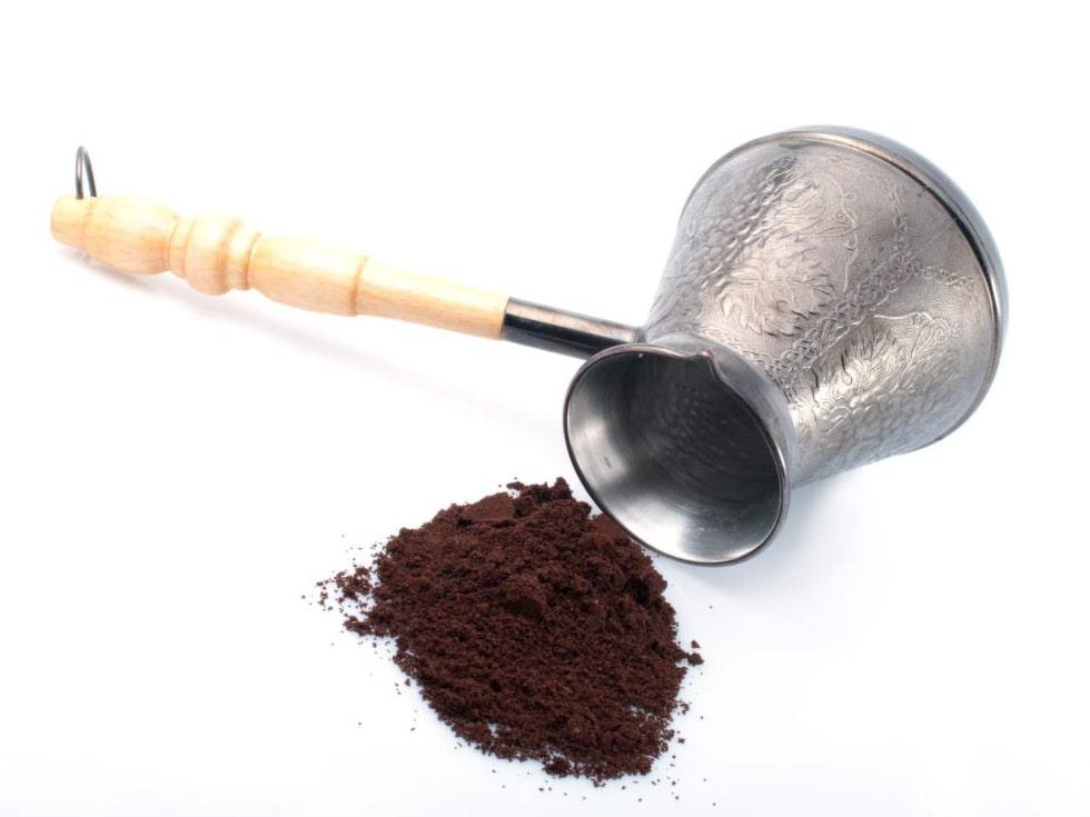 Använd kaffesumpen som peeling-cream.