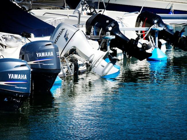 Båtmotorerna är lätta att stjäla när Sveriges hamnar töms på folk.
