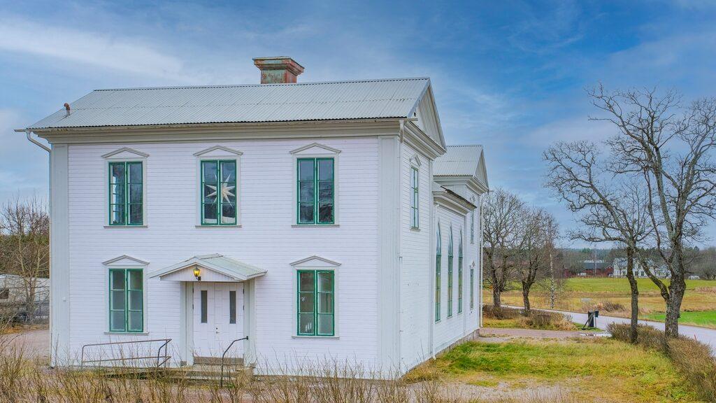 Fira julotta i egen kyrka – den gamla Baptistkyrkan i Torsåker är till salu och kan bli en tidig julklapp till dig själv. Utgångspriset ligger på 1 175 000 kronor.