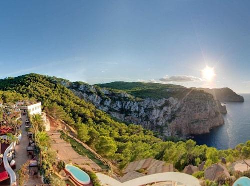 Ibiza är med än party.
