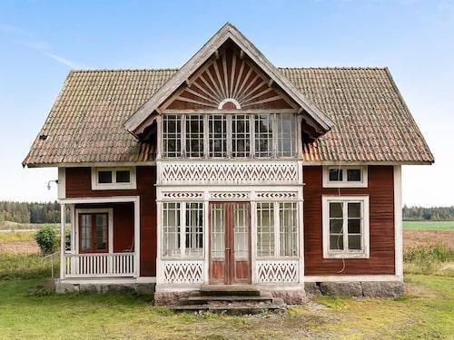 Ett charmigt hus med många vackra detaljer.