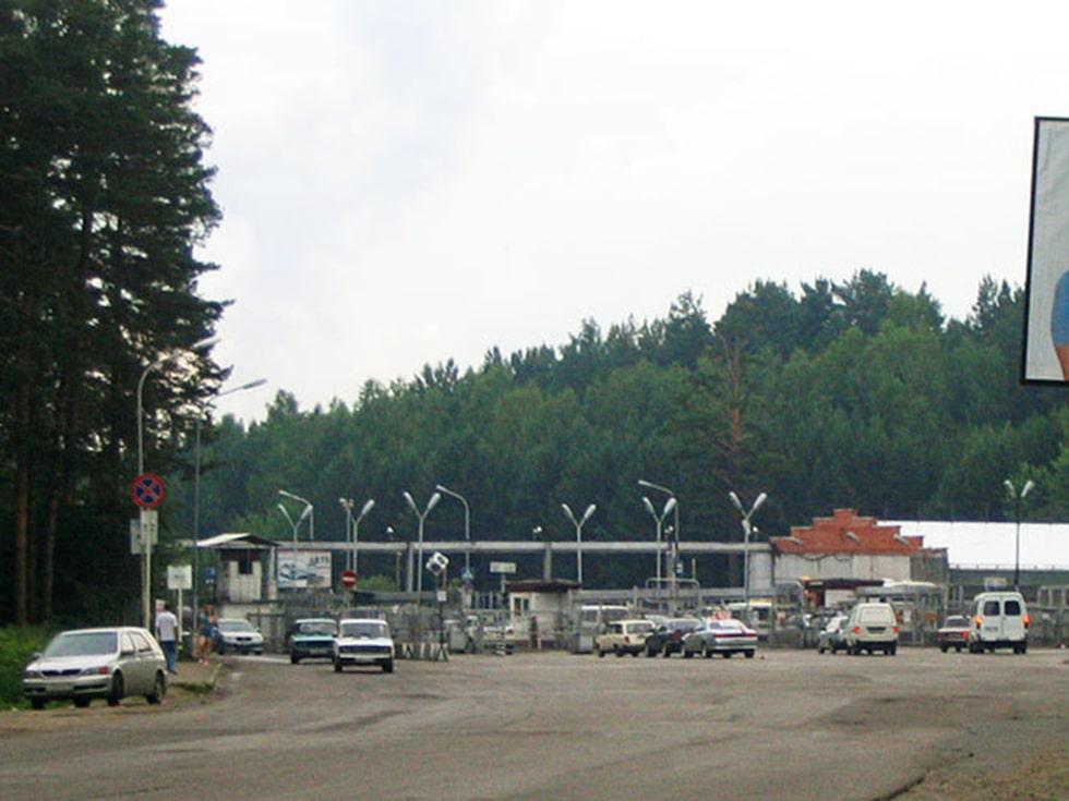 Kontrollstation vid infarten till ryska Seversk – en av många stängda städer i landet.