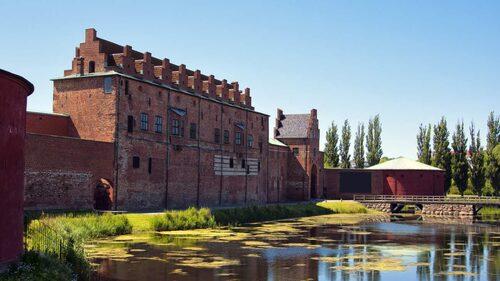 Nordens äldst bevarade renässansslott ligger i Malmö.