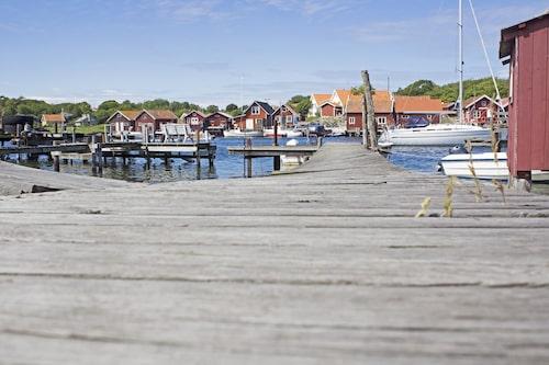 Öarna är Nord- och Sydkoster och nås med båt från Strömstad.