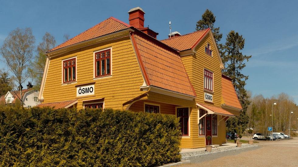 Nuvarande ägare köpte huset 2010 och har sedan dess totalrenoverat det gamla stationshuset till bostadshus.