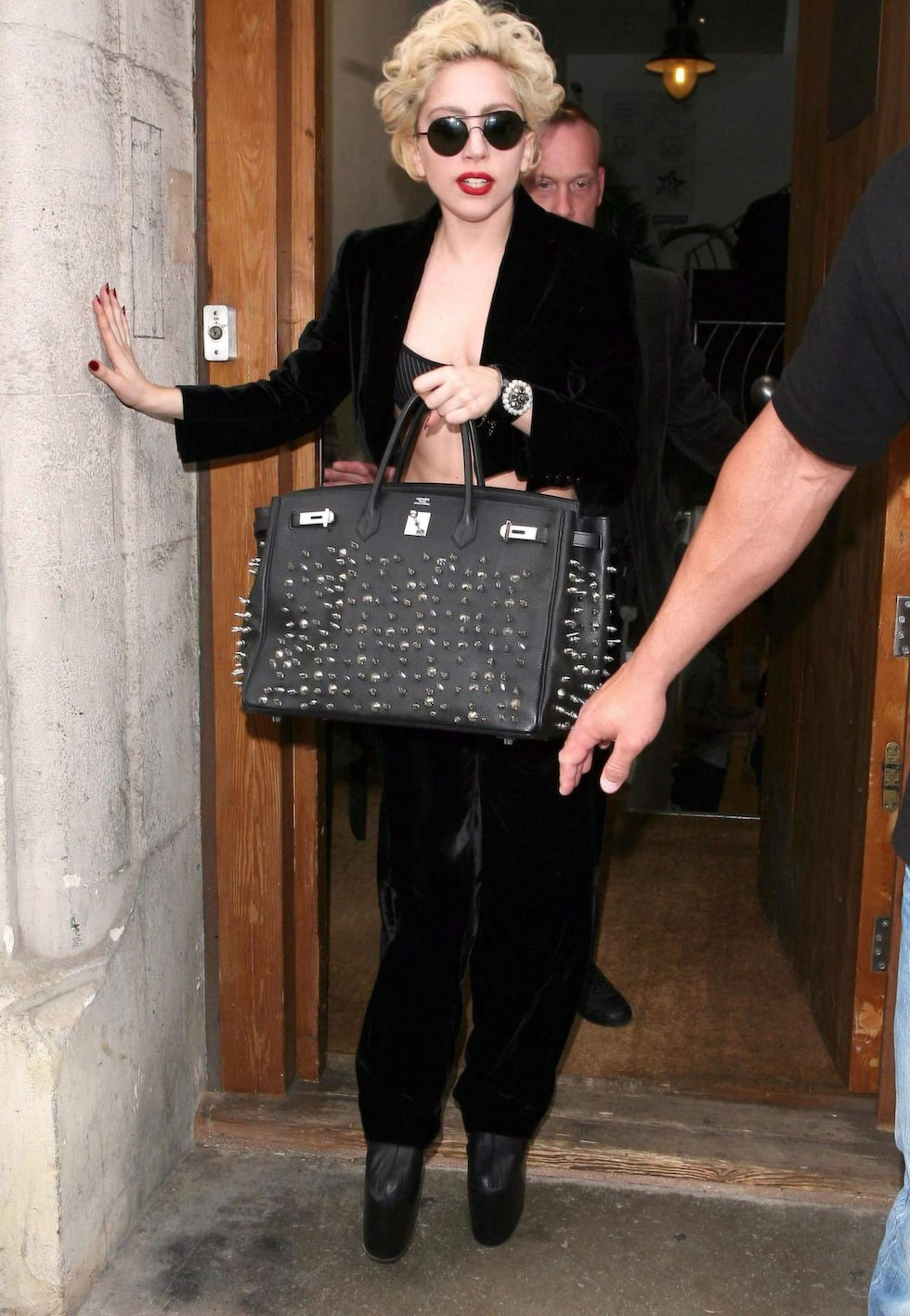 Lady Gaga i en mer utsmyckaf Birkin.
