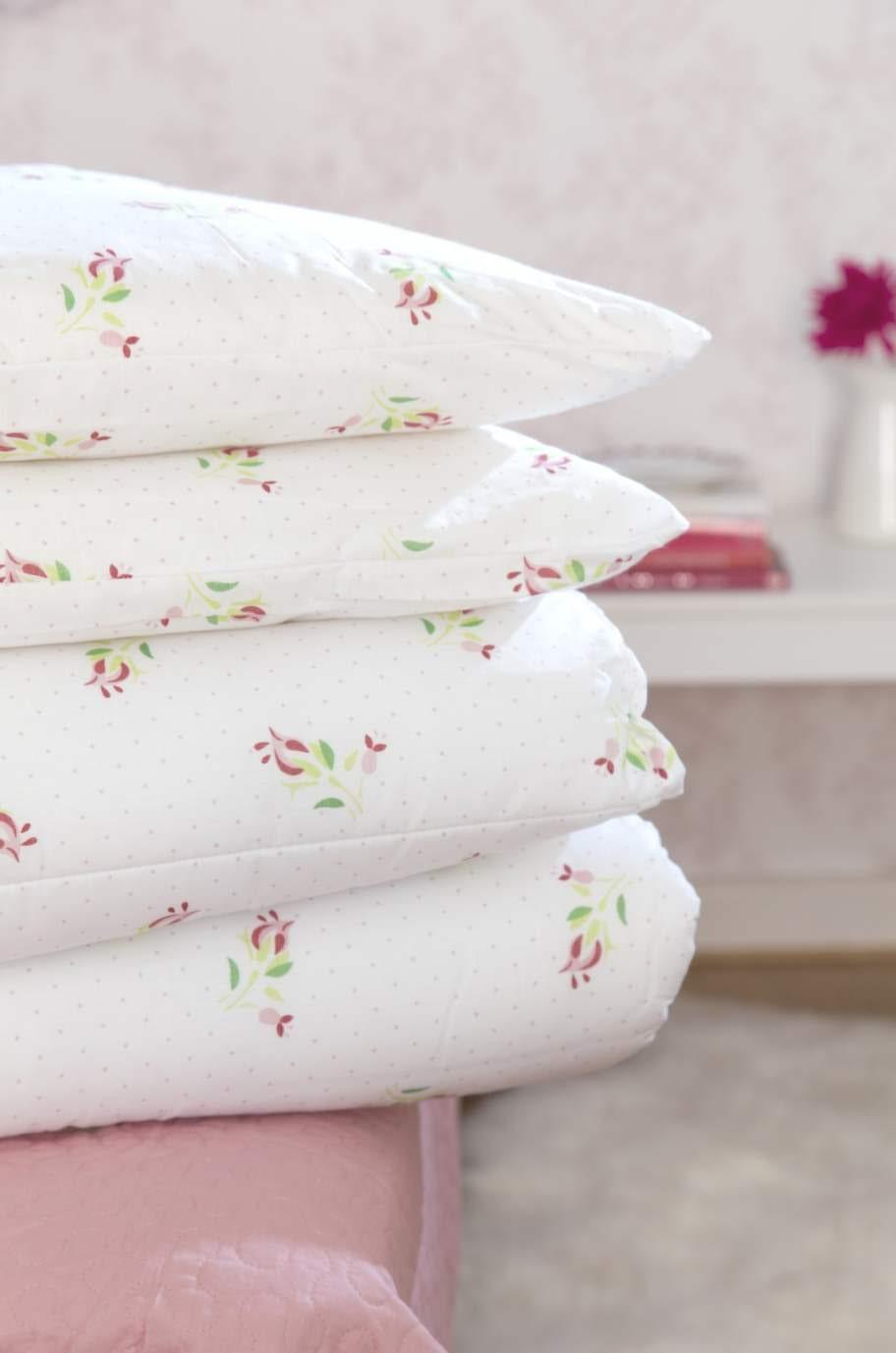 Bäddpaket Romance med två täcken, 150 × 200 centimeter, och två sovkuddar, 50 × 60 centimeter, 398 kronor, Linea.