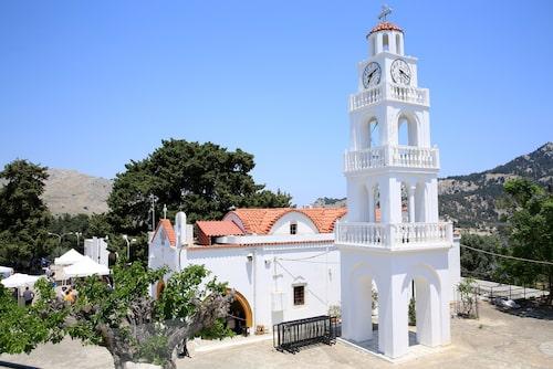 Från klostret Kýra Panagía Tsambika har man en vidunderlig vy över Tsambikastranden.
