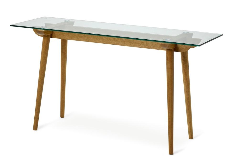 Folke heter det här stiliga avlastningsbordet i klarglas och oljad massiv ek. Längd 140 cm och pris 2495 kronor.