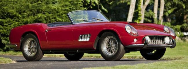 På andra plats, såld för 11,275,000 dollar – en 1960 Ferrari 250 GT California LWB Competizione Spyder.