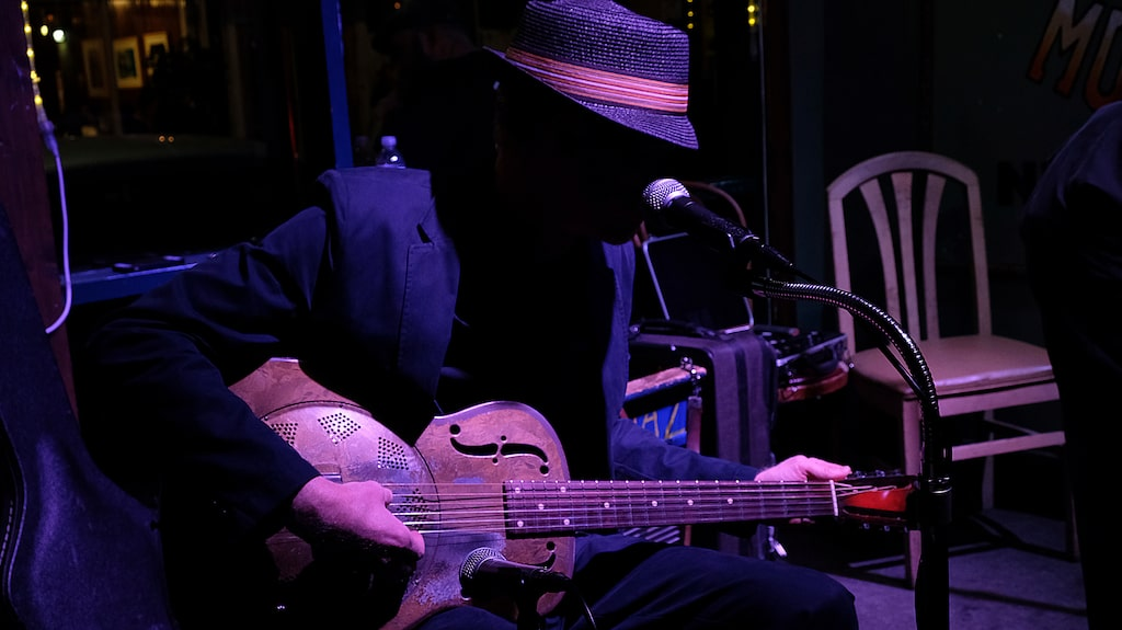 Klubben Spotted Cat på Frenchmen Street specialiserar sig på äldre jazz och blues.