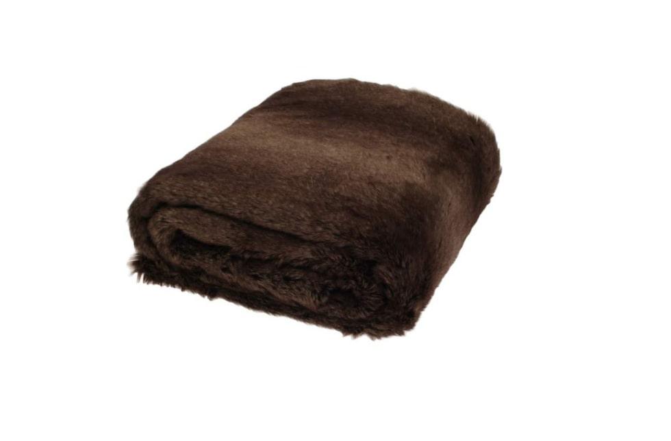 Vill du förändra hemma? Satsa på kuddar och filtar för att enkelt skapa en ny känsla i rummet. Pläden Whistler från Newport collection, 1 499 kronor, Frapp.