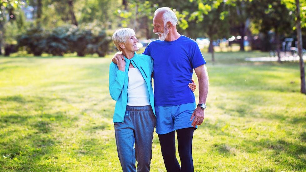 Rörelse, som promenader, är positivt även för hjärnhälsan.
