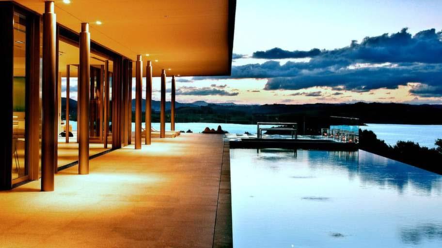 Rahimoana Eagles Nest, Nya Zealand. En prisbelönt pool med en makalös utsikt över Bay Island får man om man checkar in i villan Rahimoana på resorten Eagles Nest.