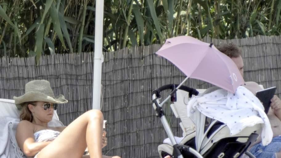 Slappar. Madde och Chris har tillbringat största delen av tiden på Bari vid poolen hemma vid lyxvillan.