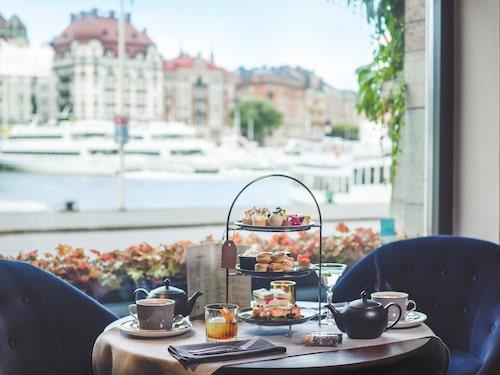 """Afternoon tea på The Strand går under namnet """"After One""""."""