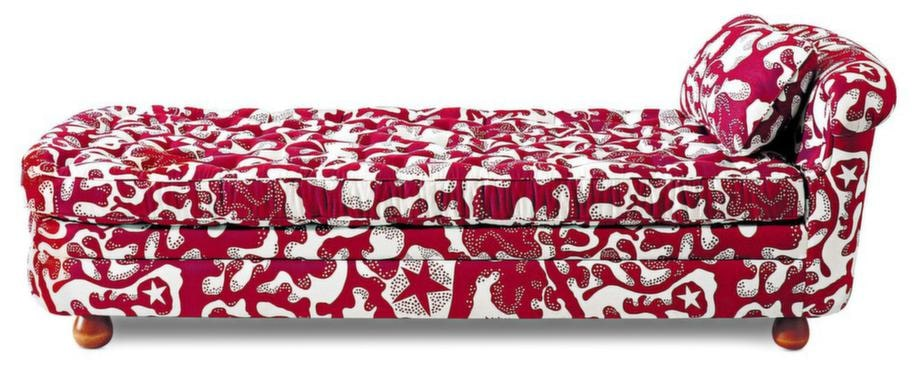 Dagbädden Couch 755 ritades av Josef Frank 1938. Under 1930-talet var dagbädden, eller couchen, ett vanligt inslag i de moderna interiörerna, så många formgivare fokuserade just på människans avkoppling och ro i hemmet vid den här tiden, 28 800 kronor exklusive tyg, Svenskt tenn.