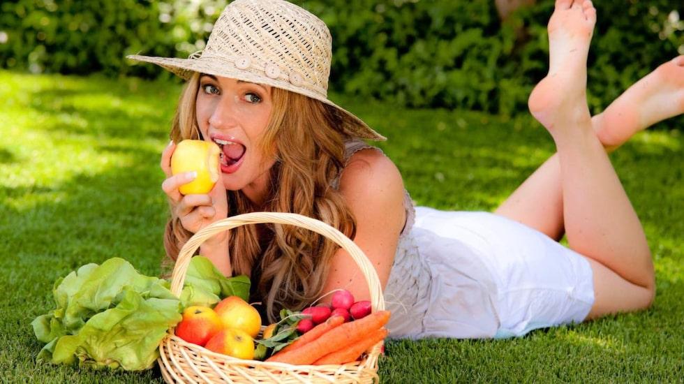LCHF-mat behöver inte vara dyrare... om du tänker efter när du handlar. Här får du smarta råd.