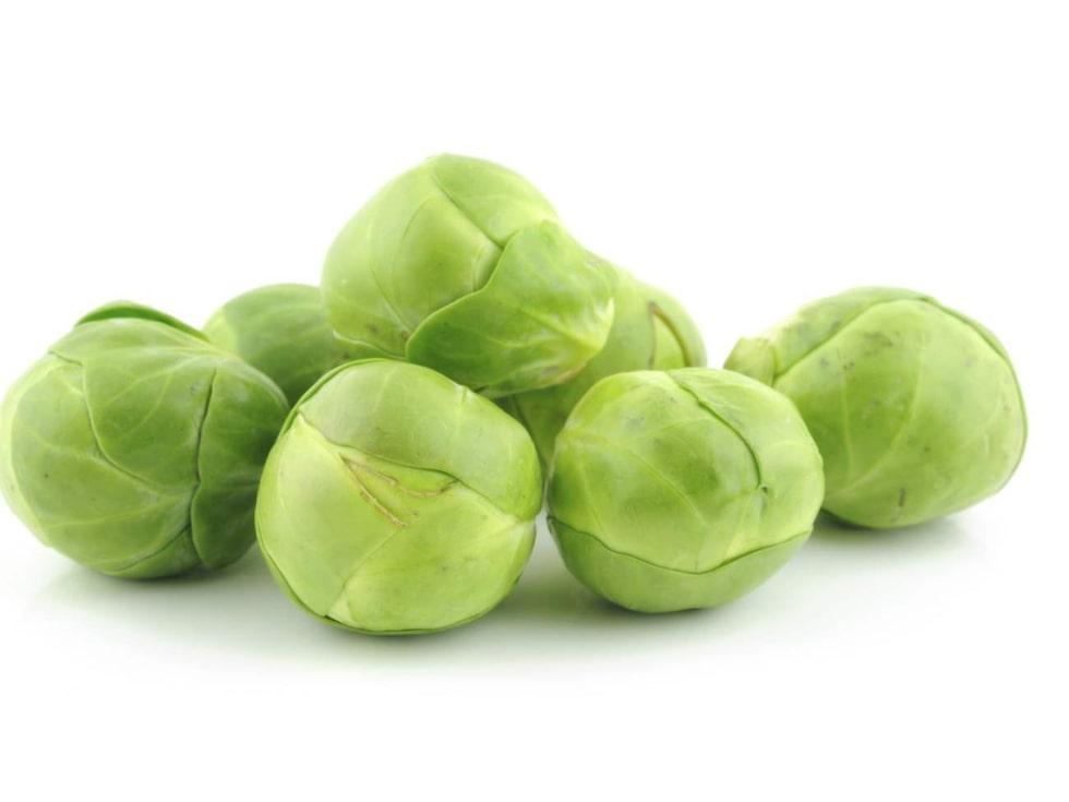 Brysselkål. Halvera och ugnsbaka med lite olivolja, citron och salt. Supergott! Alla typer av kål är nyttiga och är rika på k-vitamin och folsyra.