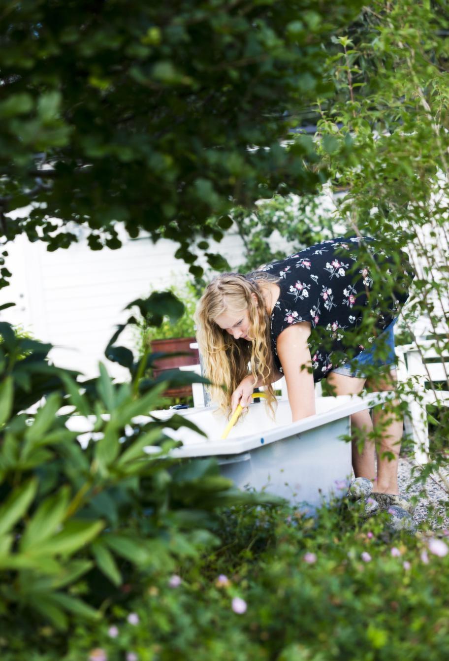 Lyx med badkar. Att inreda en del av trädgården som ett utespa är ett enkelt och billigt sätt att fixa lite vardagslyx.