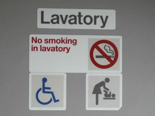 Det är förbjudet att röka ombord men bryter man not förbudet ska man kunna fimpa säkert.