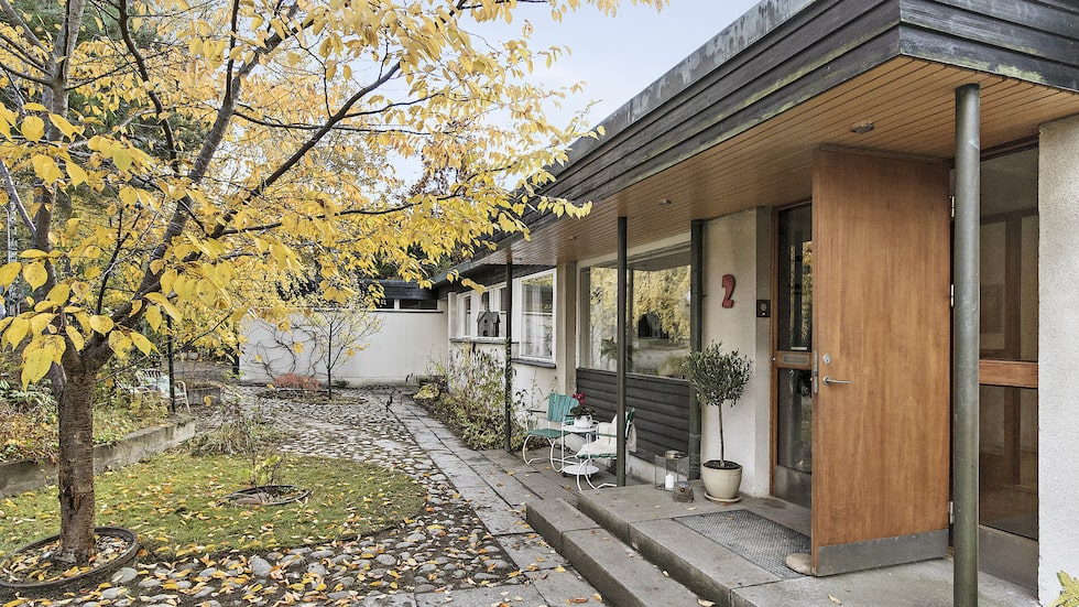 Huset är arkitektritat och Häselbys största enplansvilla.
