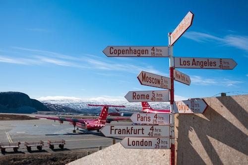 På grund av sin svårtillgänglighet är Grönlands huvudsakliga transportmedel flyg. Här flygplatsen i  Kangerlussuaq.
