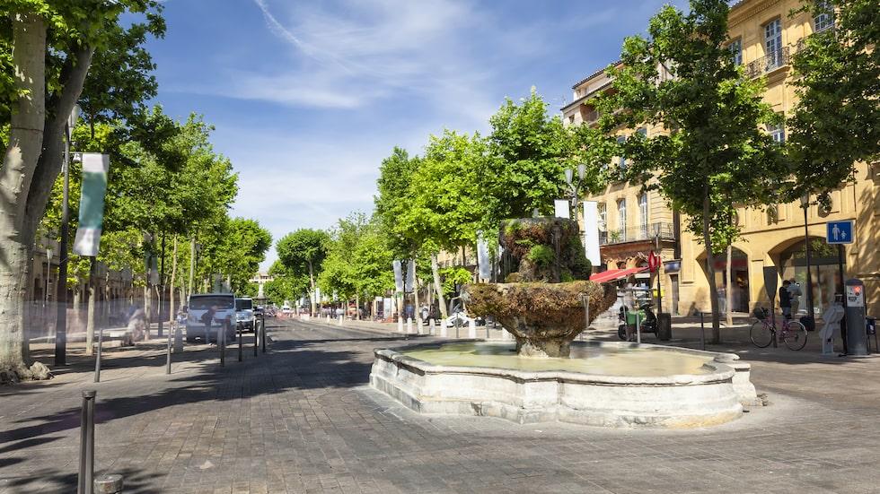 """På den kända avenyn Cours Mirabeau finns mysiga fik och de så kallade """"mossiga fontänerna""""."""