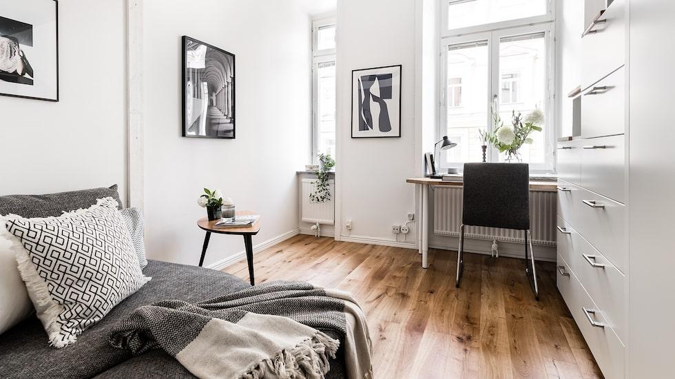 Det är en av de minsta lägenheterna som mäklaren har förmedlat, men också en av de mest välplanerade.