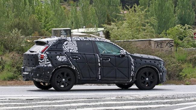 Volvos nya suv XC40 ska visas i Stockholm och Milano i mitten av september. Den har bland annat ett helt nytt kollisionsvarningssystem.
