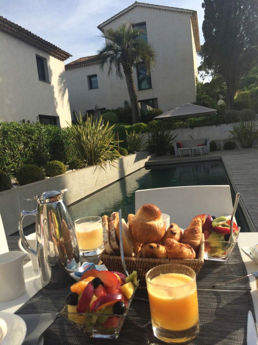 <p>Härlig frukost på hotell Le Mandala.</p>